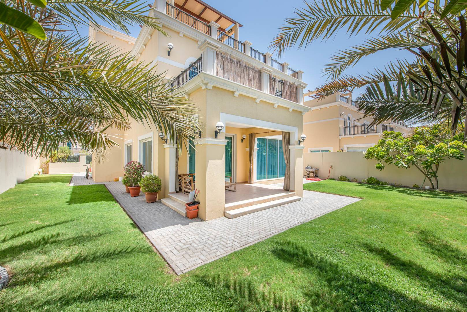 Fully Furnished | Garden | Private Parking
