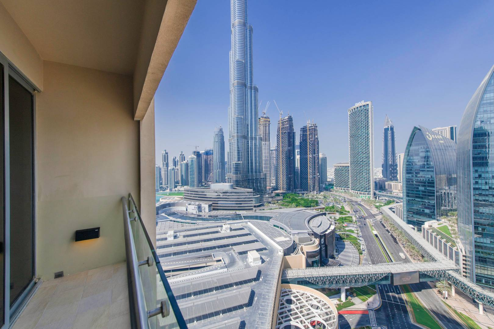 Burj Khalifa View    Furnished   Balcony